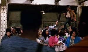 crocodile-dundee-paul-hogan-walking-across-people-subway-scene-ending-review